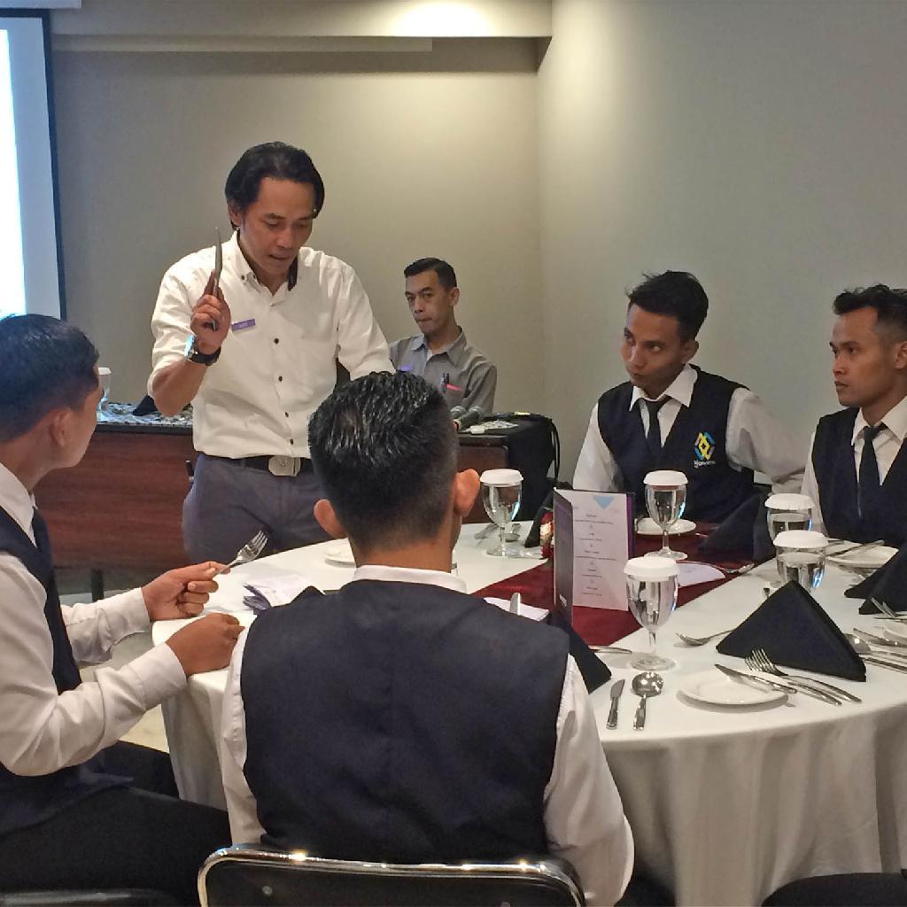 BATCH LIII Table Manner at Hotel Innside by Melia Yogyakarta